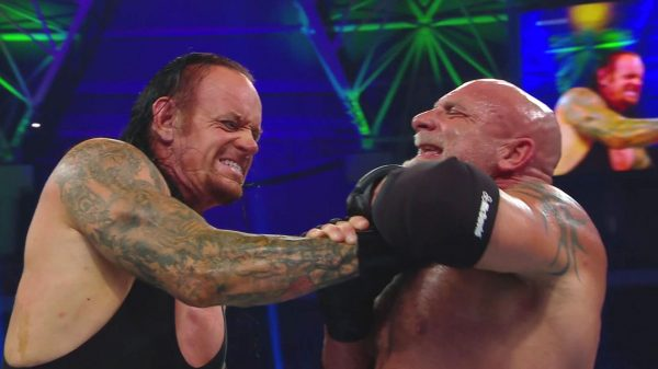 Super ShowDown: Fans Berate Undertaker Vs. Goldberg