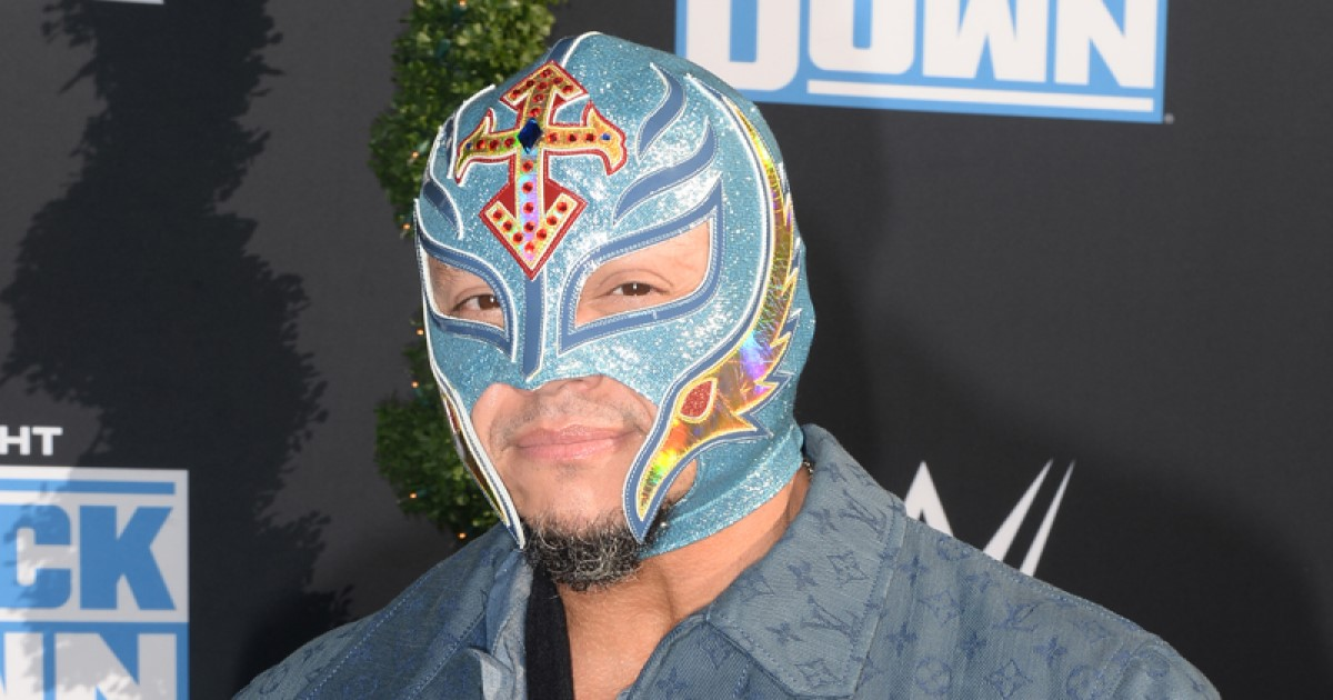 Rey Mysterio Takes Off Mask For Sweet Photo With His Wife