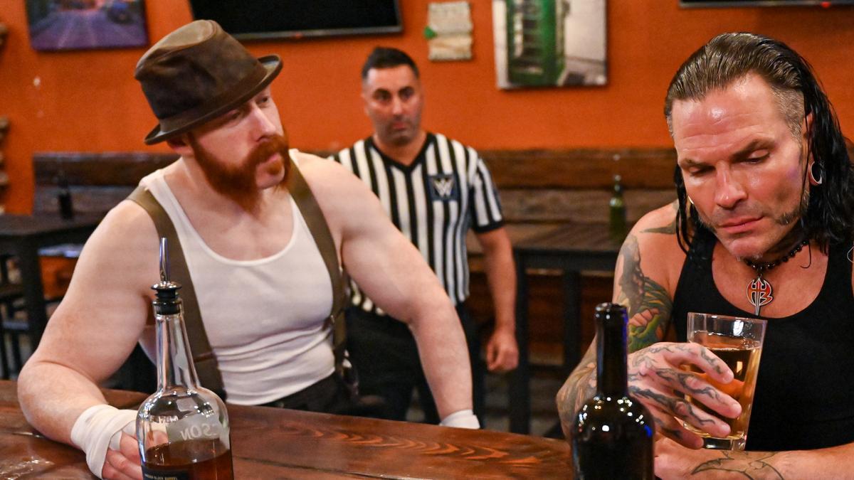 2 Superstars In A Bar