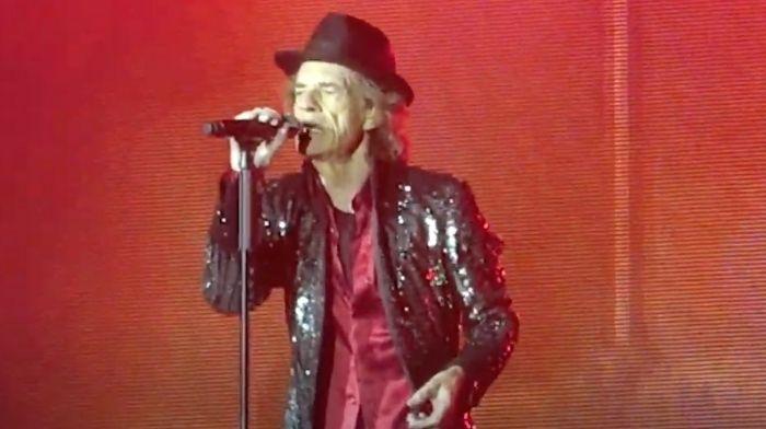 Mick Jagger svergogna le persone che non vogliono il vaccino COVID con la nuova canzone 'Easy Sleazy